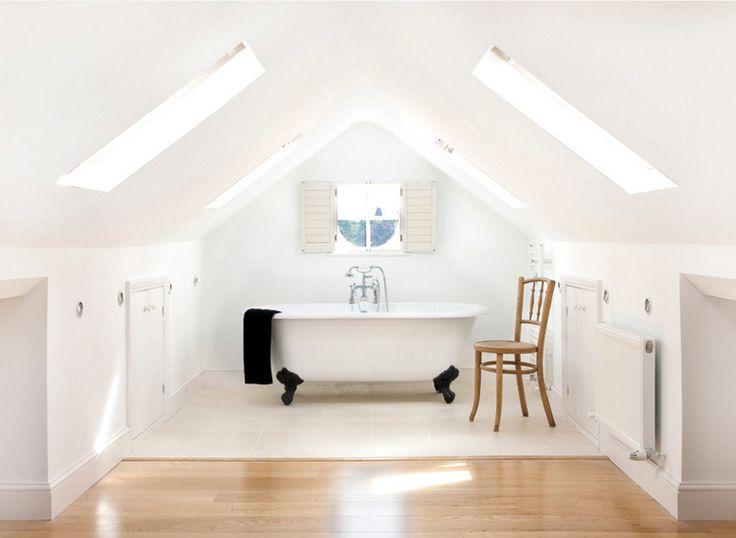 simple superbes salles de bain avec un plafond inclin with. Black Bedroom Furniture Sets. Home Design Ideas