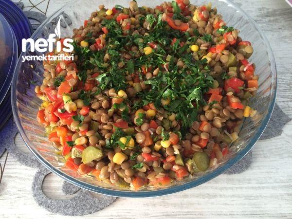 Yeşil Mercimekli Gün Salatası