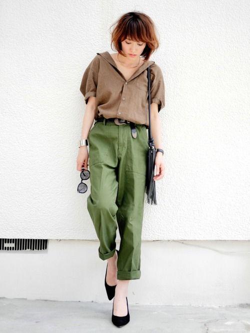 GUメンズのリネンシャツ カーキ×カーキ❤️ ベイカーパンツは大きめサイズを ベルトでギュッと�