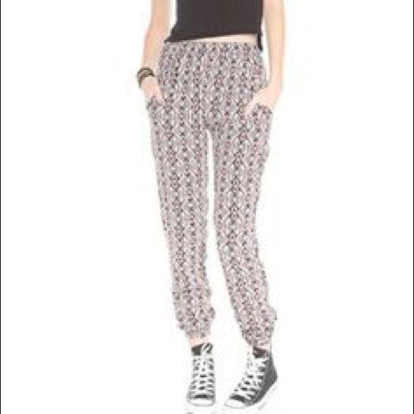 Brandy Melville Aztec Pants XS/S Brandy Melville Aztec Susannah Pants.  Extra comfy.  Lightweight. XS/S.  Good condition.  No tears/stains. Brandy Melville Pants Skinny