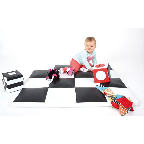Kontrastowa mata do zabawy i stymulowania wzroku dziecka #infants visual stimulation #baby view #chessboard  http://www.mojebambino.pl/percepcja-wzrokowa-produkty-kontrastowe/10896-mata-szachownica-1-x-1-m.html