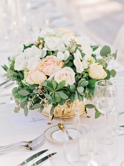 Pretty centerpiece: http://www.stylemepretty.com/2015/05/21/traditional-southern-wedding-at-lowndes-grove-plantation/ | Photography: Amy Arrington - http://amyarrington.com/