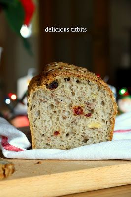 Nie wyobrażam sobie świąt bez domowego chleba i dlatego z tej okazji powstał przepis na chleb świąteczny z orzechami, żurawiną na za...