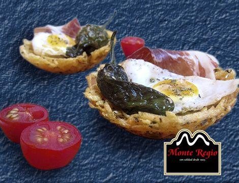 Nidos de patatas fritas, huevo, pimiento verde y jamón ibérico #MonteRegio ¡nos vamos de cañas!