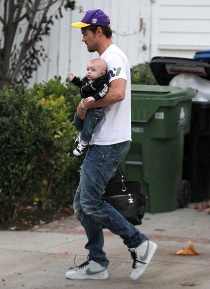 Actor Josh Duhamel and wife Fergie take their son Axl to Oliver Hudson's house in Brentwood, California on January 12, 2014. Kurt Russell wa...