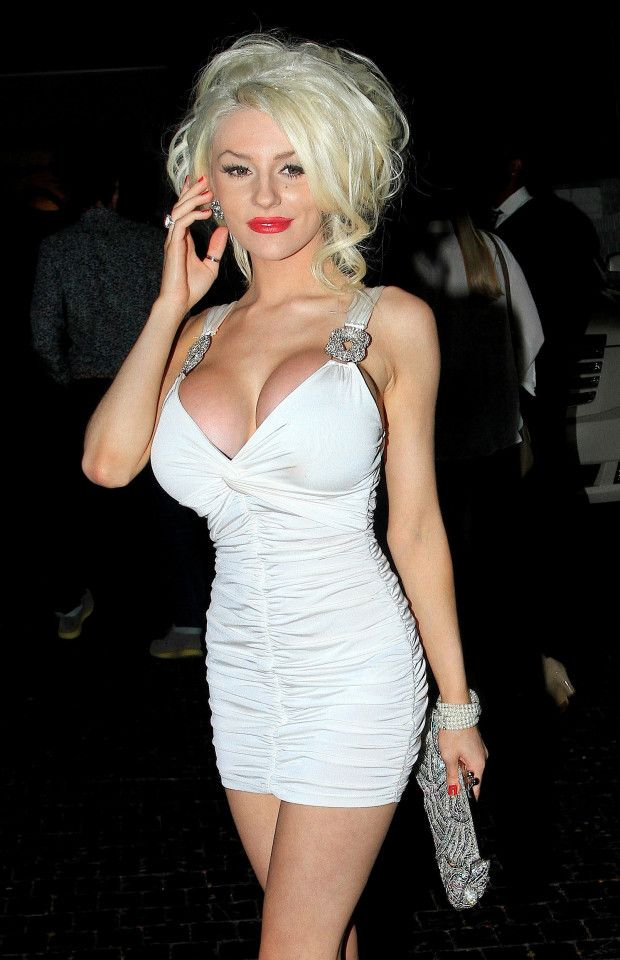 Pregnant Courtney Stodden says age gap love is tough