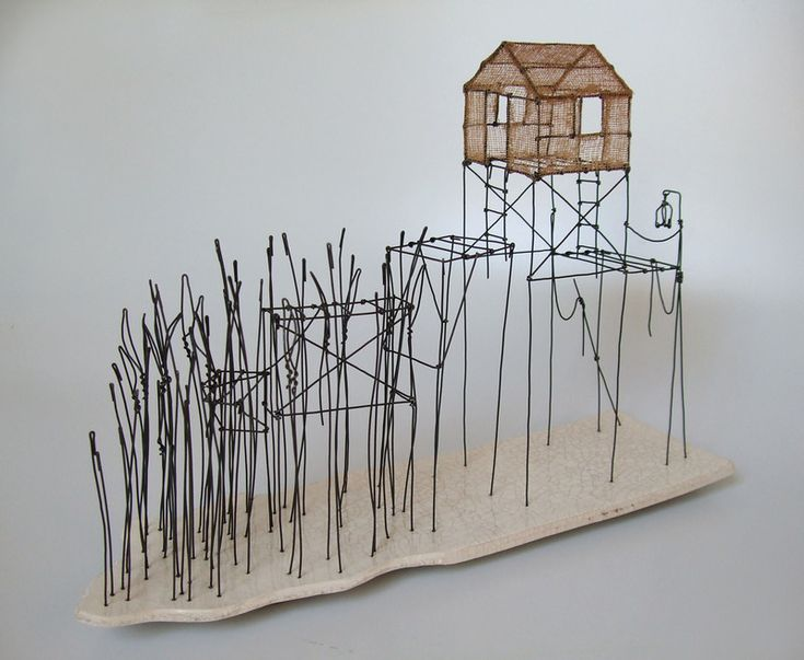 ° cabane du lac (02) fil de fer, tarlatane teintée & céramique (émaillage craquelé) H 21 x 31,5 x 9 cm