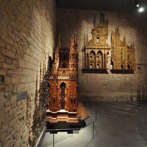 Sistemi espositivi Museofab per allestimenti museali. Mensole per sostegno opere lignee, Museo del Duomo di Milano