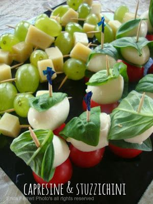 little caprese and small snacks of cheese and grapes - Capresine e stuzzichini