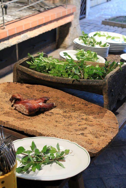 il piatto forte,   è il porchetto, proceddu, maialino allo spiedo fatto cuocere per ore.