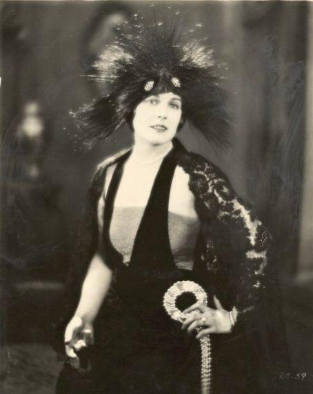 Edna Purviance em A Woman Of Paris