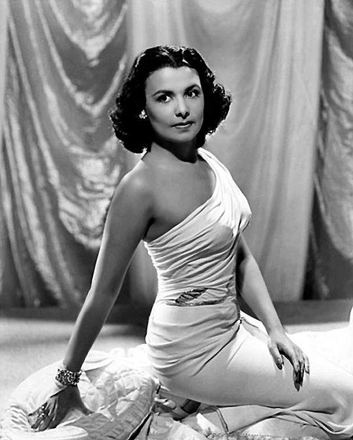 Lena Horne. Class. Elegance. Beauty. Intelligence. Inspiración al.