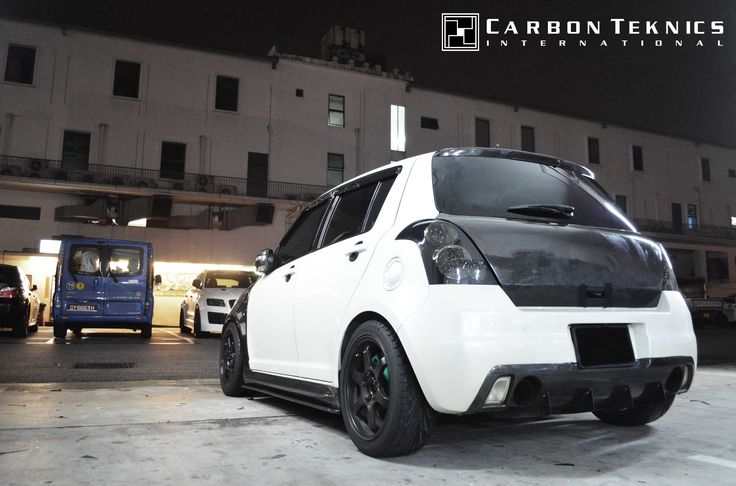 July 2014, White full carbon swift sports with CS style carbon fenders, SLR style carbon hood and many other parts. Picture 07