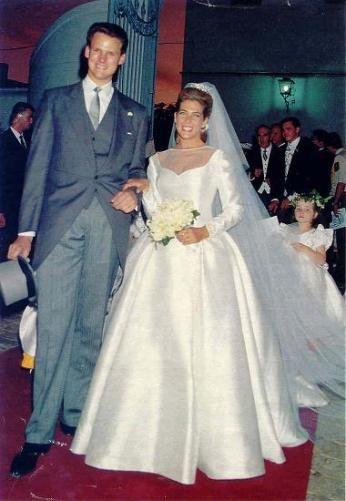 Noblesse et Royautés:  Wedding of Princess Clotilde d'Orléans, eldest daughter of Prince Michel d'Orléans, Count of Évreaux, and Beatrice Pasquier de Franclieu, and Edouard Crépy in 1993.  The couple have five children:  Lous, Charles, Gaspard, Augustin, and Eléonore Crépy.