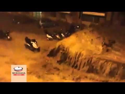 Nuova alluvione a Genova, il fiume esonda tra la disperazione dei residenti - YouTube