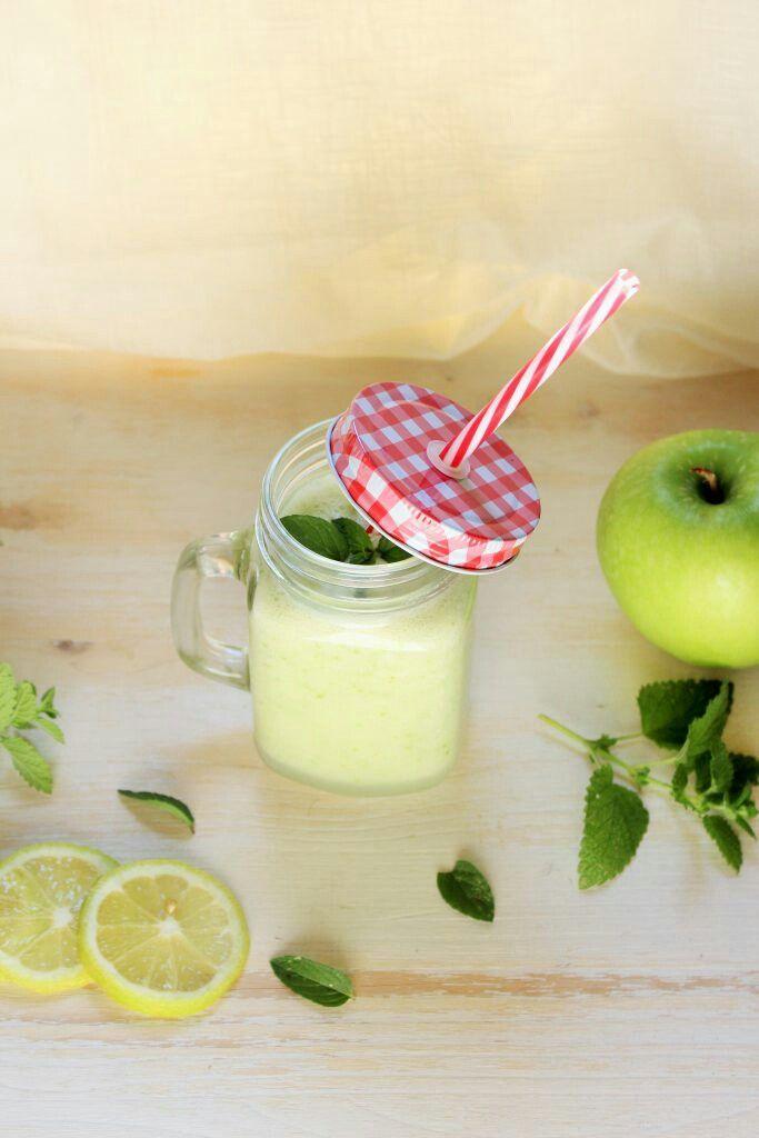 Smoothie mela verde, zenzero e limone. Rinfrescante  http://elisainthesweetlife.com