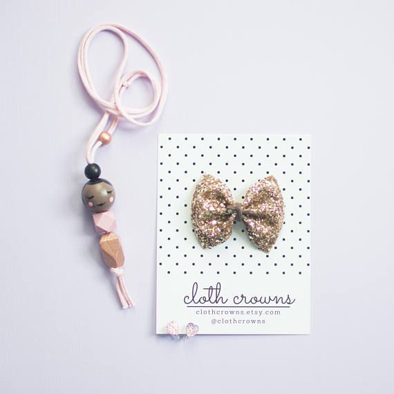 This listing is for one glitter bow: +gold in classic size (approximately 3 inches). classy & fabulous, gold glams up every look. Suede cord is also faux & vegan! Headbands are high quality nude nylon, run resistant, snag resistant & smooth. One size fits most from newborn to adult.