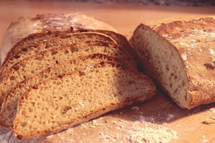 Dieses Brot habe ich gebacken und musste am Abend ein neues machen, weil es schon aufgegessen war. Das passiert hier bei uns auch ziemlich selten. Ich habe es mit 1050 er Dinkelmehl gebacken. Es ist das dunkelste aller Dinkelmehl Sorten. Es ist herzhaft im Geschmack und lässt sich gut verarbeiten. Durch den hohen Anteil Mineralstoffe... Weiterlesen