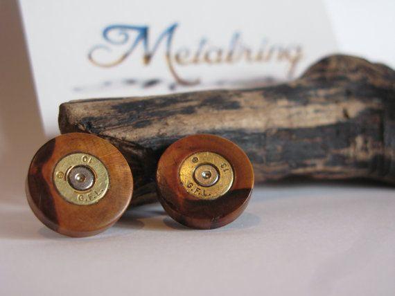 Pendientes artesanos de madera de peral y casquillos de bala