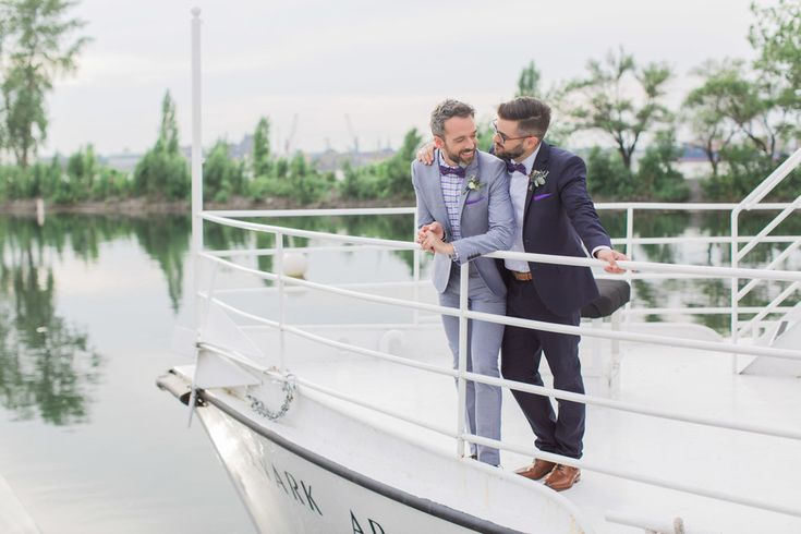 Elopement on a boat in Montreal