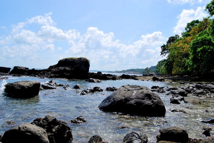 Pantai Guci Batu Kapal Lampung, Ada Legenda Dibalik Keindahannya - Lampung