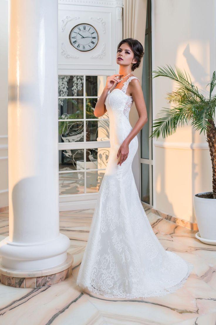 Luxusné elegantné čipkované svadobné šaty s krásne prepracovaným chrbtom na gombíky