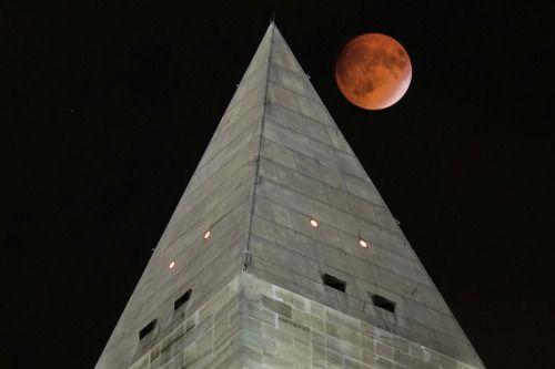 """""""Кровавое суперлуние"""", редкое астрономическое явление, которое жители Земли смогли увидеть в ночь с 27 на 28 сентября."""