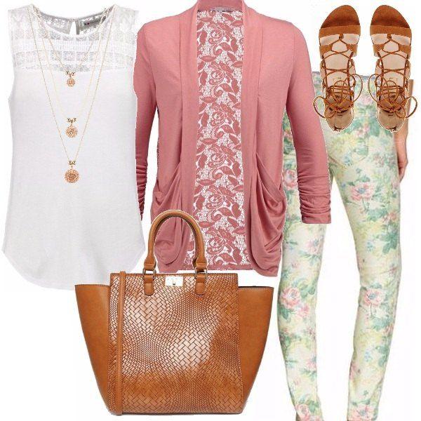 Un outfit veramente versatile: per fare shopping, andare a scuola o per una passeggiata, un aperitivo in un locale sulla spiaggia. Adatto a mille occasioni. Blusa scivolata con parte superiore in pizzo, cardigan rosa con schiena sempre in pizzo, pantaloni nei toni pastello dal verde acqua al rosa passando per il giallo. Borsa e sandali modello schiava color cuoio.