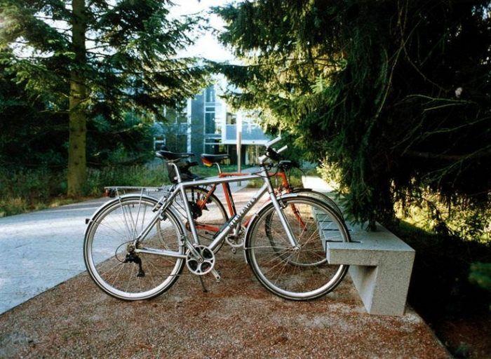 praktische fahrradparker aus beton in kombination mit. Black Bedroom Furniture Sets. Home Design Ideas