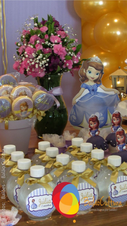 Festa Princesa Sofia. Detalhes da mesa principal.  Crédito: Balões: Balão Cultura (www.balaocultura.com.br) Decoração: O Chá das 5 (http://www.ochadas5.com.br/) Bolo e Doces: Delicada Receita (andrea_bmr@hotmail.com)  #qualatex, #princesasofia #decoracaoprincesasofia #decoracaosofia #balaocultura #festasofia #festaprincesasofia #decoraçãoprincesasofia #decoraçãoprincesas #euamoaprincesasofia #festaincriveis #encontrandoideias #antesdafesta