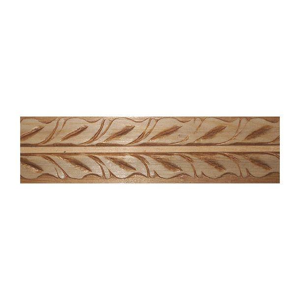 Moldura de madera solida de pino ponderosa estufada. Fácil de instalar. Se puede utilizar como cenefas. Zoclos y para darle y para darle realce y elegancia a muebles y a toda superficie plana que desee el usuario. Medidas: Largo: 95 cm. Ancho: 210 cm. Profundidad: 3.33 cm. Material: madera. Color: natural. Peso.3437 kg.
