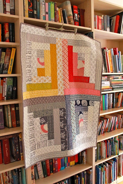 Log cabin quilt interpreted by Siobhan Rogers: Quilts Inspiration, Spoke Quilts, Bea Spoke, Binding Rolls, Pretty Logs, Log Cabins, Quilts Posts, Log Cabin Quilts, Logs Cabins Quilts