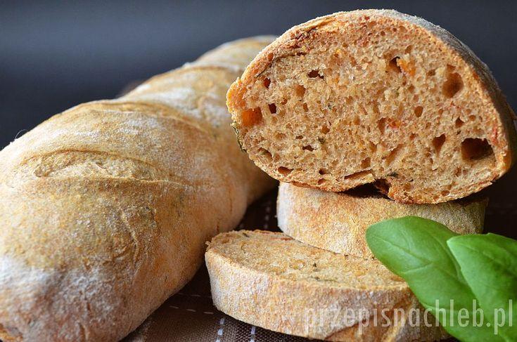 Bagietki z bazylią i pomidorami. Niezwykle aromatyczne bagietki z dodatkiem świeżej bazylii i suszonych pomidorów – na zakwasie pszennym. Dzięki zakwasowi bardziej przypominają chleb niż typowe lekkie i puszyste bagietki – co zdecydowanie podnosi ich walory smakowe. Świetnie smakują też w wersji grillowanej. Polecam! Składniki Przygotowanie Zakwas połączyć z mąką pszenną i mąką razową. Dodać […]