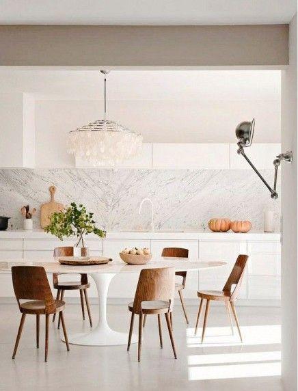 Marmeren eettafels en waauw stoelen