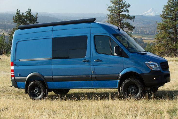Outside Van baut einen Mercedes-Transporter in ein Camping-Mobil um   Outside Van ist ein Unternehmen, das im US-Bundesstaat Oregon aus Transportern praktische Camping-Mobile baut. Die Basis für den Mistique bildet ...  #camper #camping #Fahrzeug