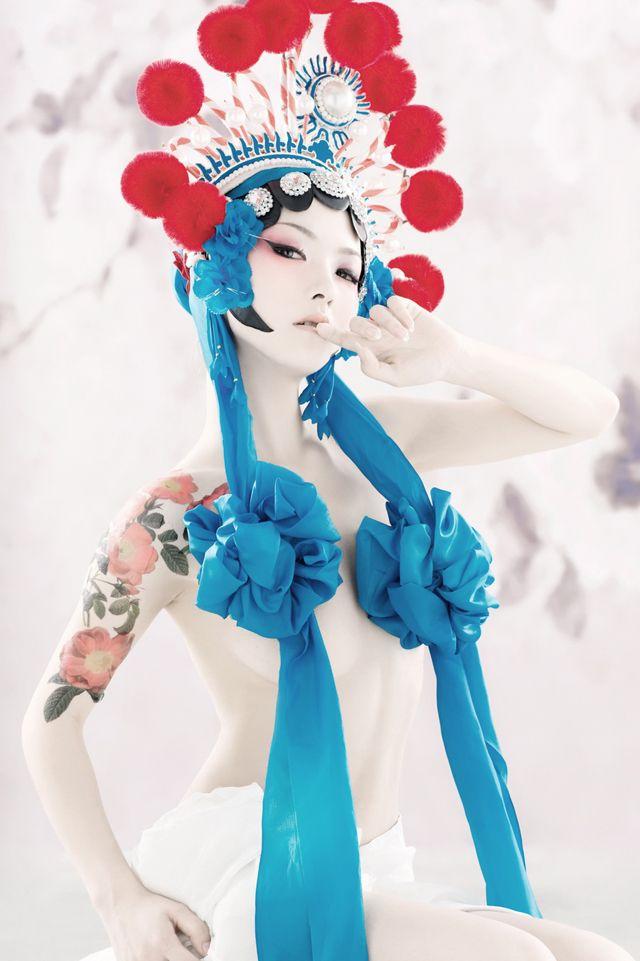 京劇とボディ・ペインティングの融合「盤子女人坊 (盘子女人坊)」                                                                                                                                                                                 もっと見る