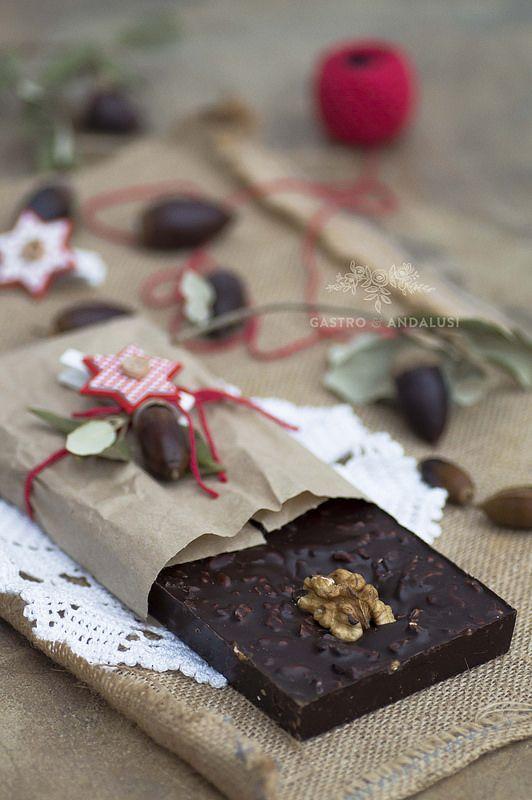 Turrón de chocolate con nueces