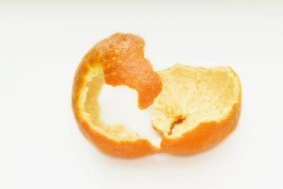 Homemade lemon or orange flee spray. It's just cooking... Blending...then spray