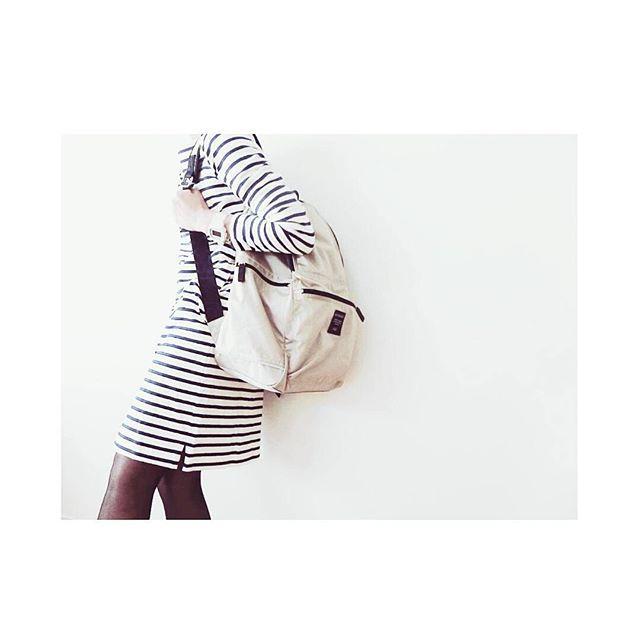 fu______t今日の服。 月初めの会議で帰りが遅くなりそうなので、リュックにはコンパクトになるダウンを仕込んでいます !  しましま女子でいってきま ~ す   #今日の服#今日のコーデ#コーディネート#ファッション#コーデ#リュック#シンプルコーデ #シンプル#margarethowell #mhl #マーガレットハウエル #アーバンリサーチドアーズ#doors #Bshop#newbalance #ナチュラル#スニーカー#無印良品#服装#カジュアル#マリメッコ#marimekko#ボーダー#ワンピース#春#春服#しましま#おはよう