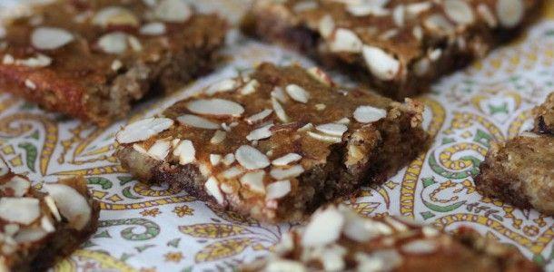 Protein Banana Bread Breakfast Bars | PaleOMG