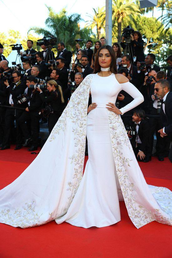 Sonam-Kapoor-Cannes-Film-Festival-Red-Carpet-Fashion-Ralph-Russo-Tom-Lorenzo-Site (2)