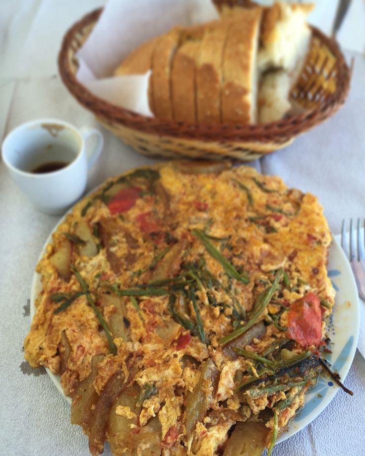 Omelette with wild asparagus  www.chianacoronis.com