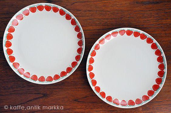 ARABIA / Raija Uosikkinen [ Pomona / Strawberry ] 23cm plate - 北欧雑貨 マルカ…