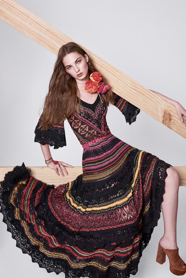 Coleção da estilista brasileira Cecília Prado de primavera-verão 2015/16 com inspiração nas praias do nordeste e conta com tricô, renda, decote, maiô e muita estampa colorida!