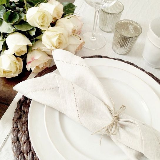 White roses! This lovely tabletop reminded us of one of our favorite design mantras: simple is beautiful. (via @stacey.kang on Instagram)