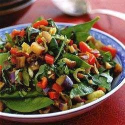 Gemengde oosterse groenten met oestersaus, knoflook en gember