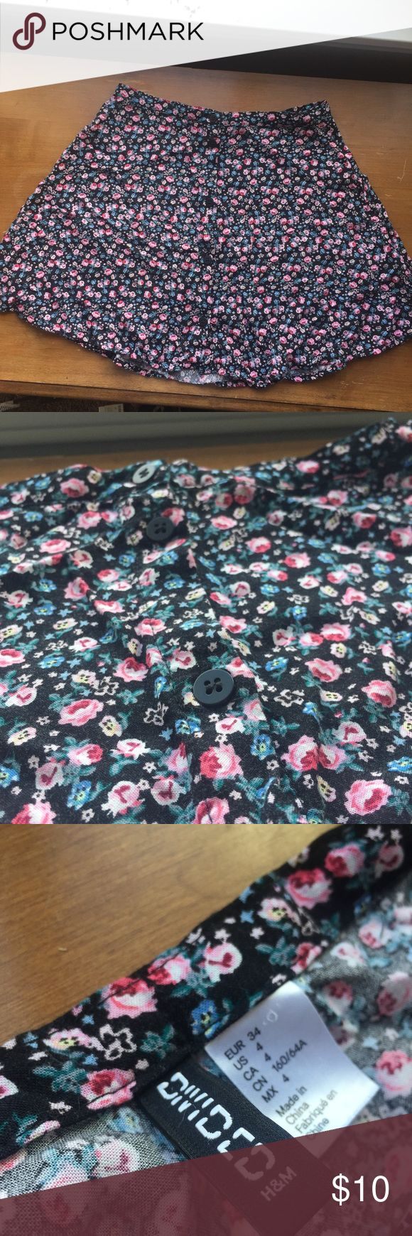 FINAL PRICE DROP*Floral Mini/Skater Skirt This Divided skirt is in great condition! Perfect for spring and summer and would be super cute with black tights underneath. Divided Skirts Circle & Skater