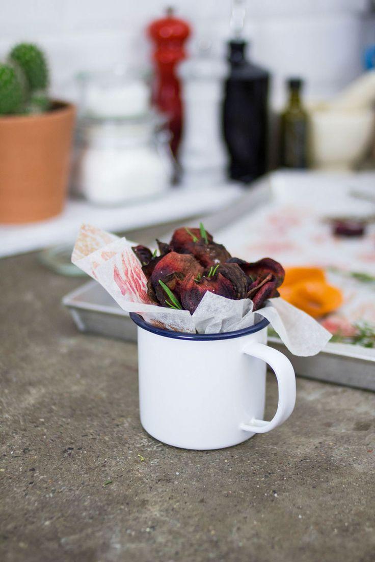 Le Chips di barbabietola sono davvero semplici da preparare e anche molto divertenti, noi le facciamo spesso anche con altre verdure di stagione.