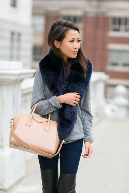 NAVY FUR SCARF........... Boston :: Fall trench http://www.wendyslookbook.com/