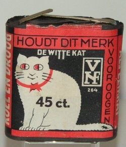 'De Witte Kat' battery, Dutch battery brand, voor de lampion met St. Maarten op 11 november.